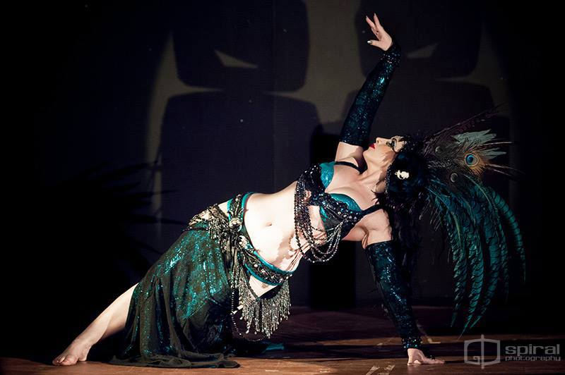 Kalikah Jade at Cirque de Serpentine, 2013. Image by Spiral Photography.